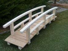 12. Zahradní mostek s krátkými sloupky