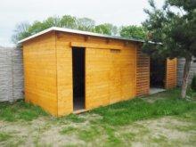25. ND s posuvnými dveřmi a přístřeškem na dřevo