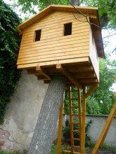 Dětský domek na stromě