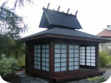 10. Uzavřený japonský altánek