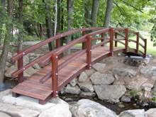 8. Obloukový zahradní mostek