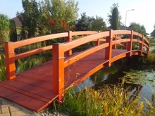 3. Obloukový zahradní mostek s oboustranným dvojitým zábradlím